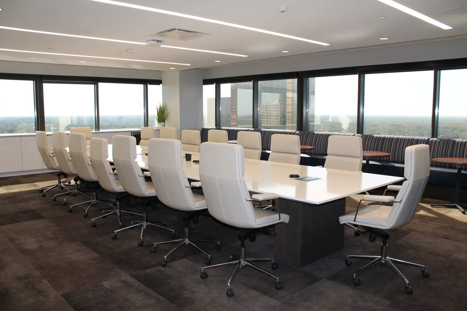 Maintaining the profitability of boardrooms is difficult. Photo by @dncerullo via Unsplash.