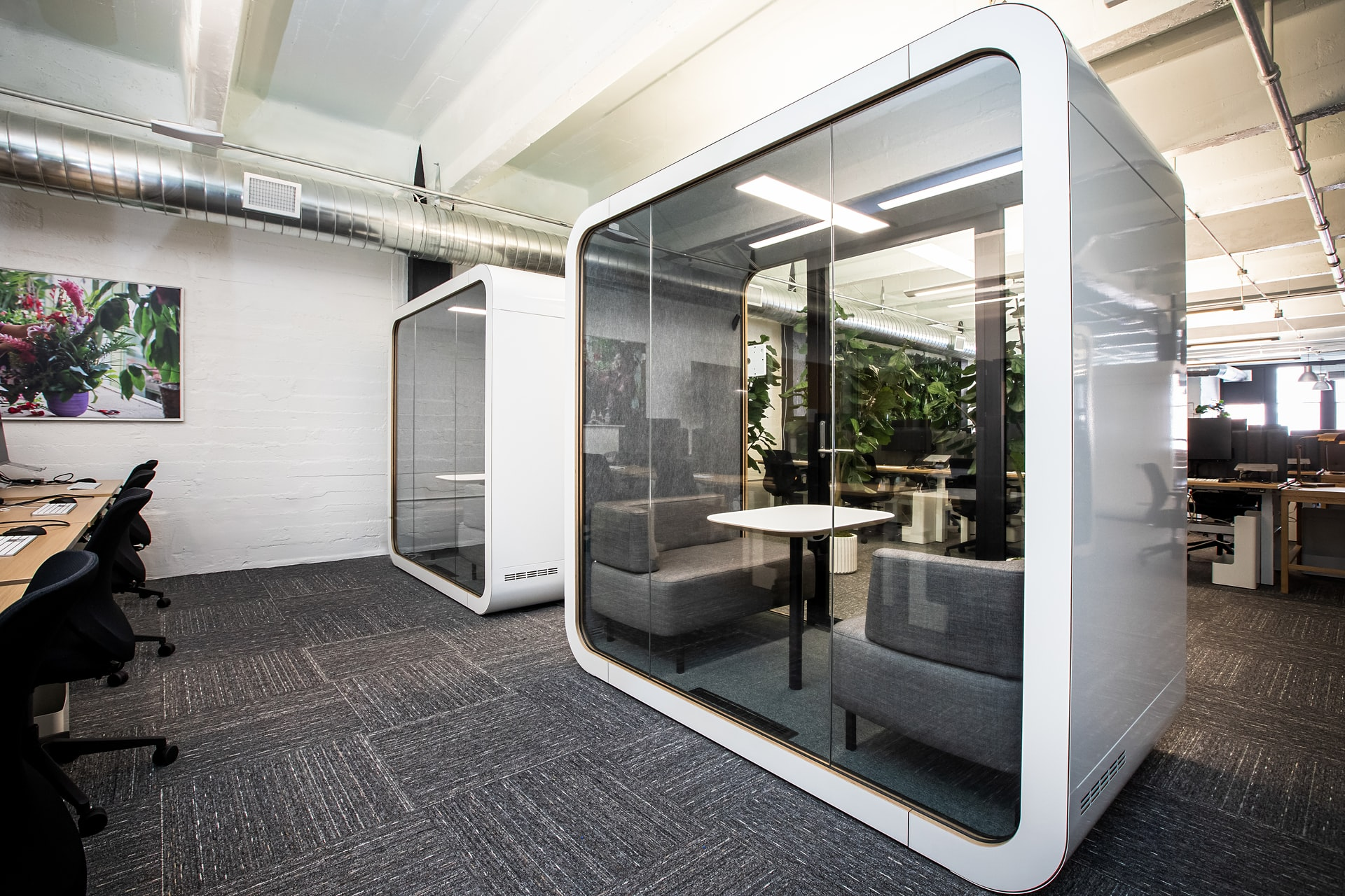 Office phone booth for private calls. Photo by @uneebo_office_design via Unsplash